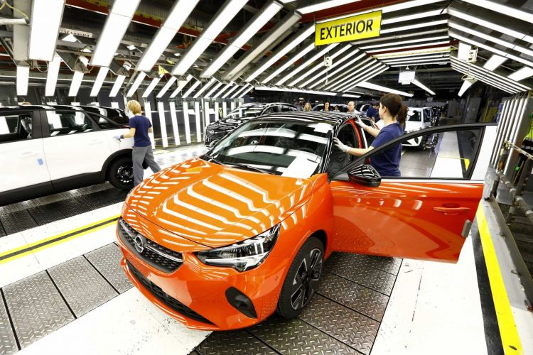 Consequences of the semiconductor crisis August 2021 Opel Corsa Fabrica Figueruelas