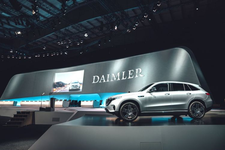 Daimler Im Wandel: Fokus Auf Nachhaltigkeit, Effizienz Und Mobilität Der Zukunft Daimler In Transition: Focus On Sustainability, Efficiency And Mobility Of The Future