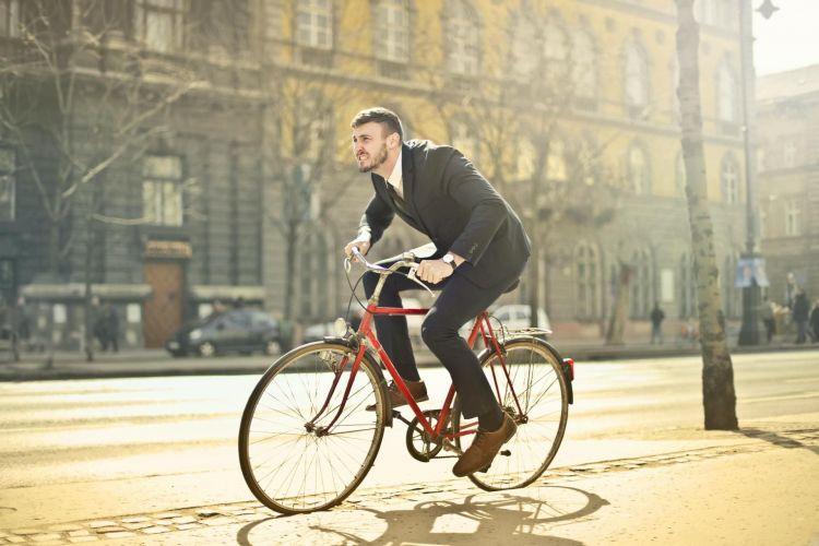 Dgt Alumbrado Ciclistas Obligatorio 01