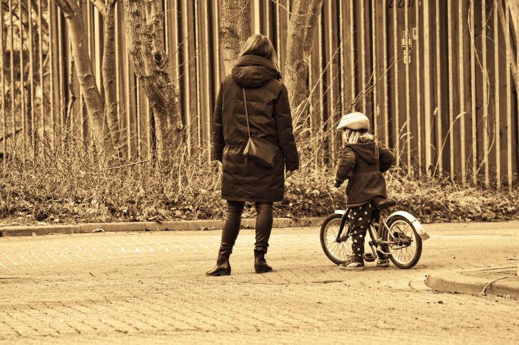 Dgt Carnet Bicicleta 10 Anos 03 Nino Madre