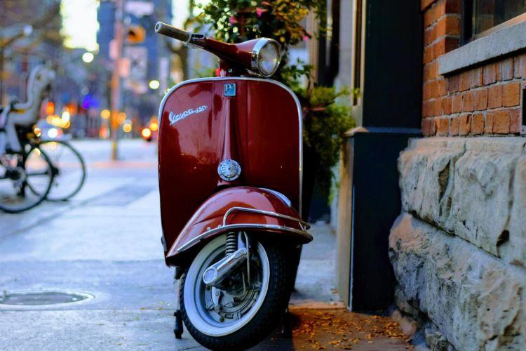 Dgt Infracciones Sanciones Comunes Motos Vespa Scooter Aparcar Acera