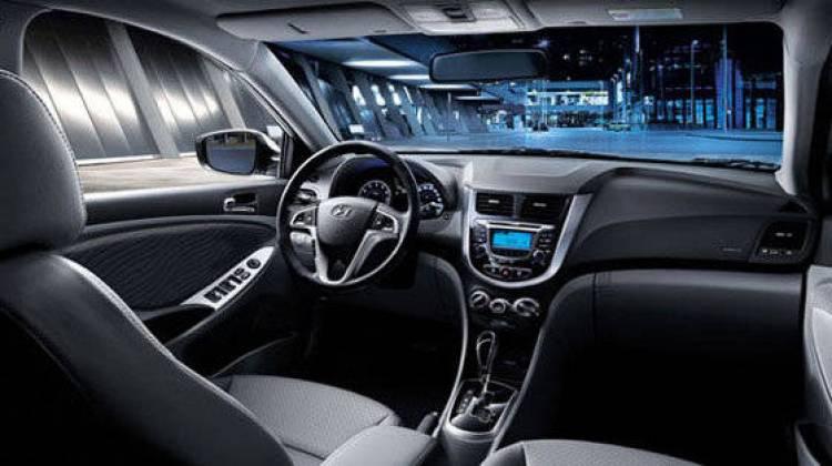 689fd22664996 El Hyundai Atos también se comercializa en México bajo la marca Dodge, en  este caso no han cambiado el logotipo y ni siquiera han sustituido el  nombre, ...