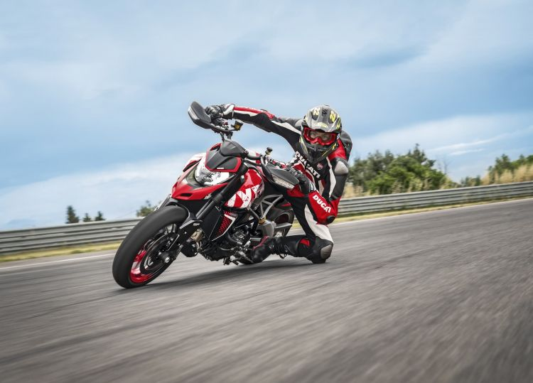 Ducati Hypermotard 950 Rve Action 07 Uc169752 High