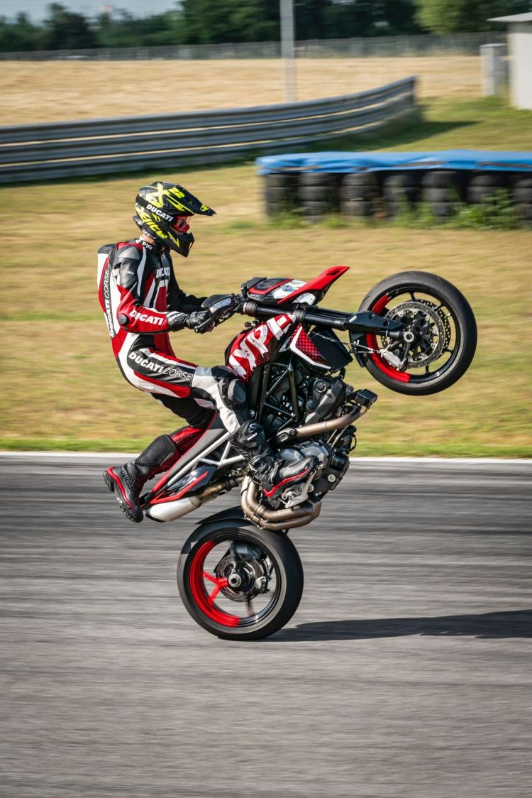 Ducati Hypermotard 950 Rve Action 08 Uc169754 High