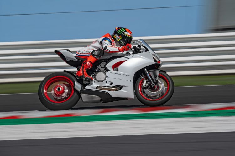 Ducati Panigale V2 Ambience 21 Uc174106 High
