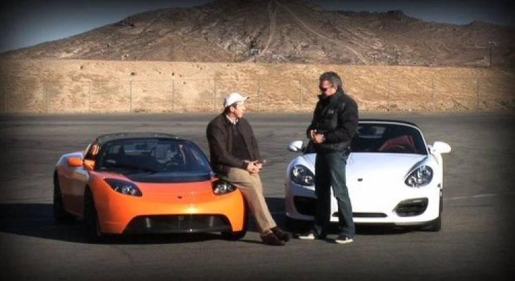 Porsche Boxster Spyder contra Tesla Roadster Sport, duelo videovigilado en circuito