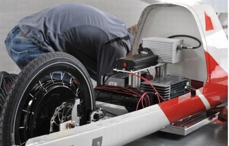 E-Quickie, el coche eléctrico que se recarga inalámbricamente