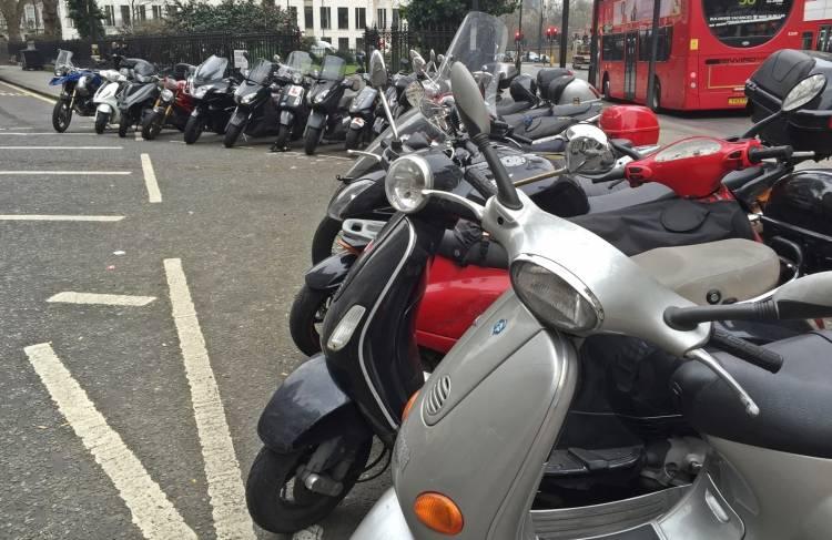 Etiqueta Emisiones Motos 1018 02