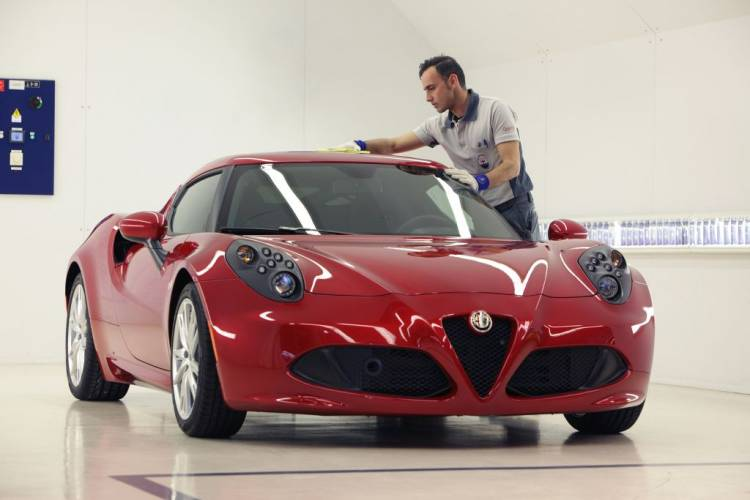 Alfa Romeo 4C en la cadena de montaje