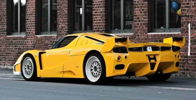 El Ferrari FXX del lago