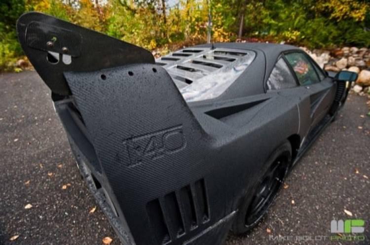 Ferrari F40 negro mate