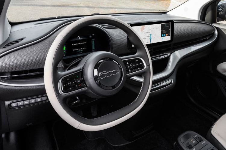 Fiat 500e Hatchback 0620 019