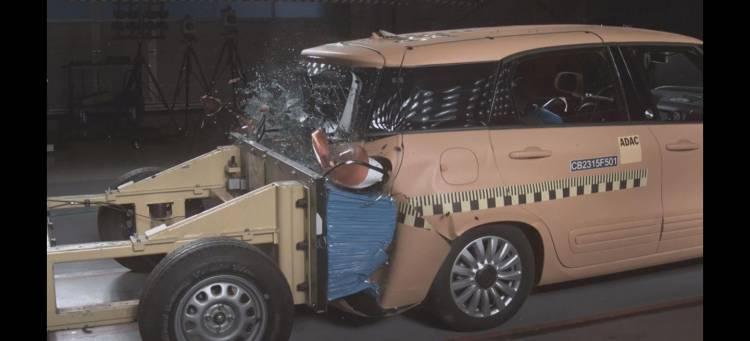fiat-500l-living-crashtest-adac-video