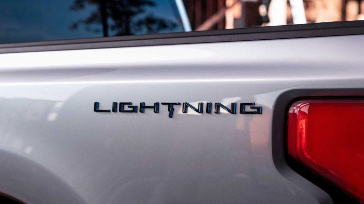 Ford F 150 Lightning Teaser 0521 01