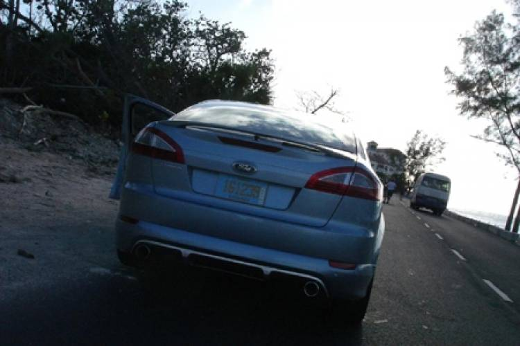 Ford Mondeo 2007 fotografiado en las Bahamas