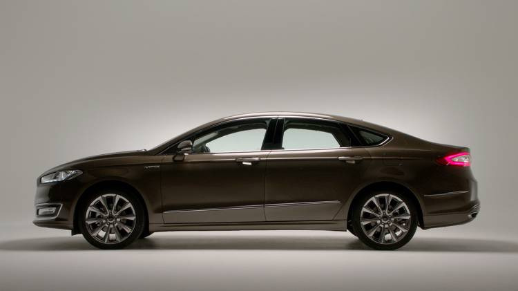 ford-mondeo-vignale-2015-08-1440px