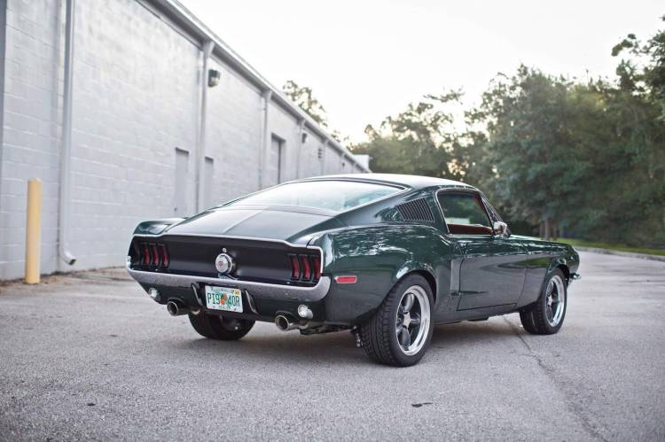 Ford Mustang Revology 6
