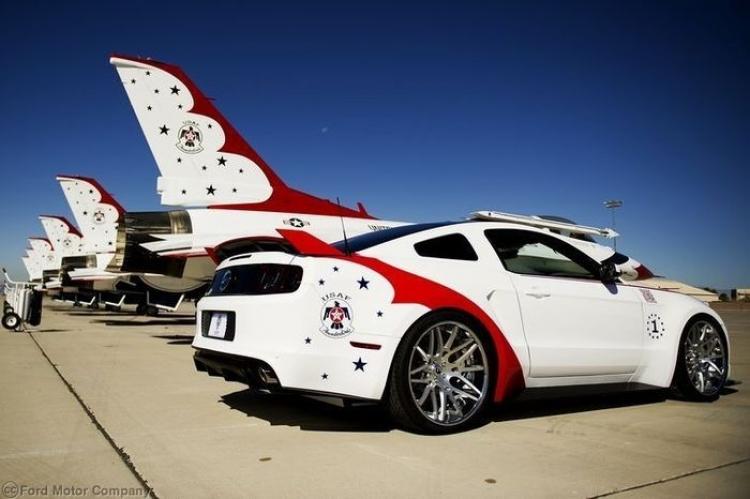 US Air Force Thunderbirds, así es el lado benéfico del Ford Mustang más guerrero