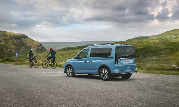 Ford Tourneo Connect 2022 05 Exterior Trasera Active Ciclistas