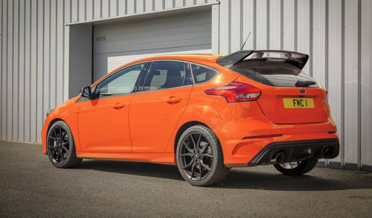 ford_focus_rs_heritage_edition_0218_02