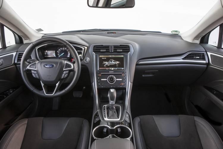 Fordmondeo Hybrid 13