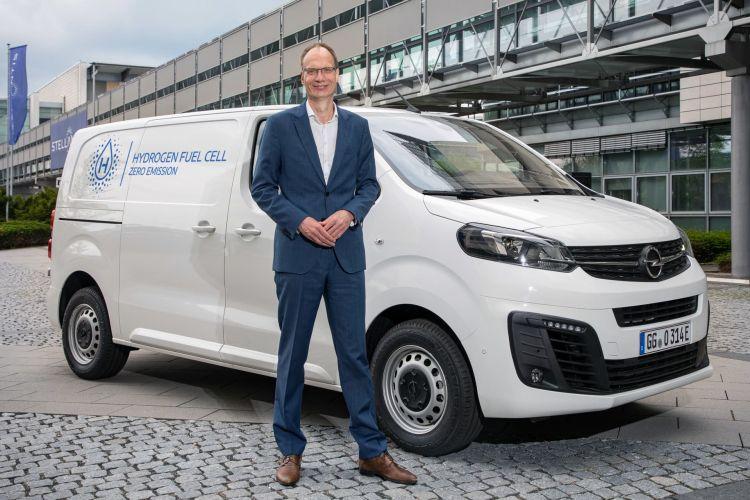 Michael Lohscheller Mit Dem Opel Vivaro Mit Wasserstoffantrieb