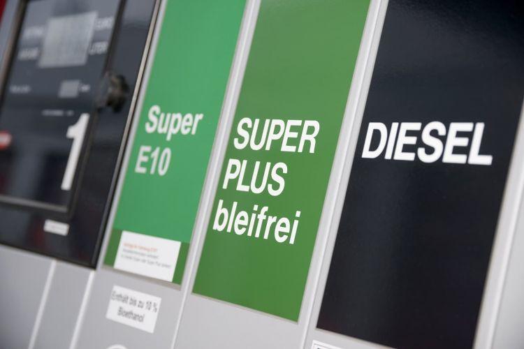 Gasolinera Diesel 1019 01