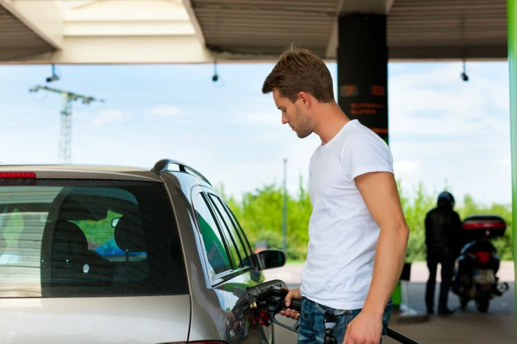 Gasolinera Repostar Multa Telefono Movil Dgt