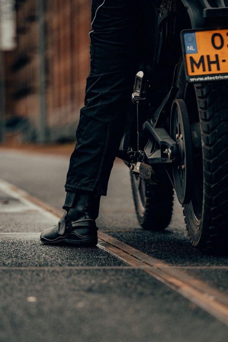 Gijs Coolen Moto Pie Asfalto