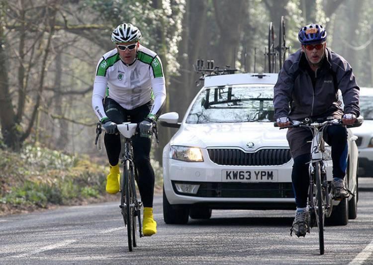 Guardias Civiles como ciclistas camuflados