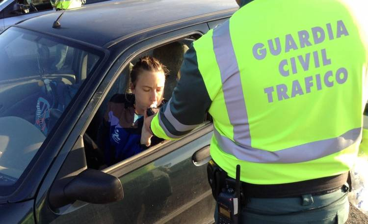 guardia-civil-trafico-control-0517-02
