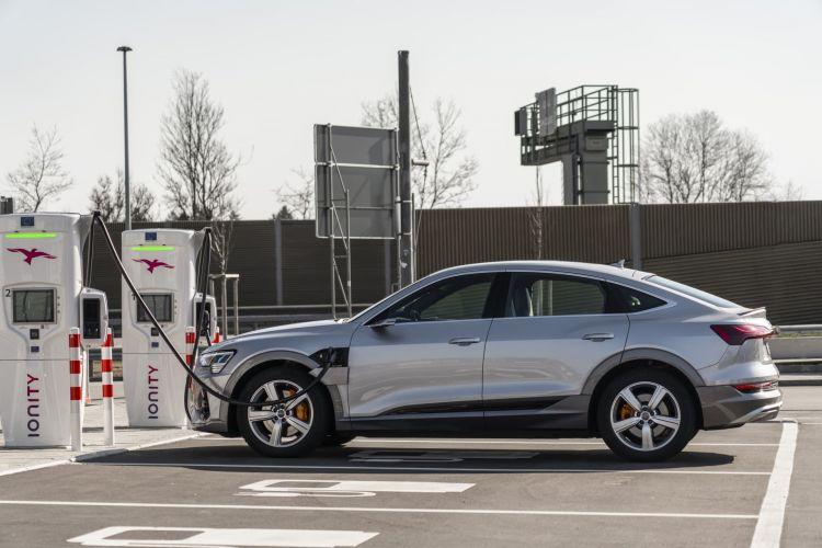Guia Comprar Coche Electrico Necesidades Perfil Usuario Audi E Tron Carga Rapida Cargador