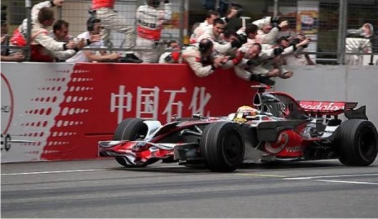 hamilton-mclaren-vencedor-china-2008