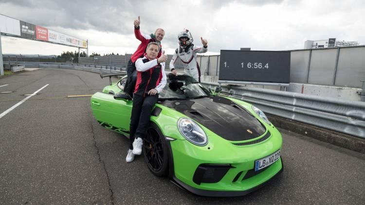 High Eugen Oberkamm Director Motorsport Development Complete Verhicle Andreas Preuninger Director Gt Model Line Kevin Estre Work Driver L R 911 Gt3 Rs Nurburgring Nordschleife 2018 Porsche