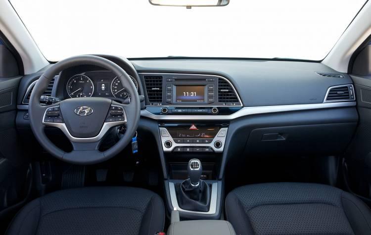 Hyundai Elantra 001
