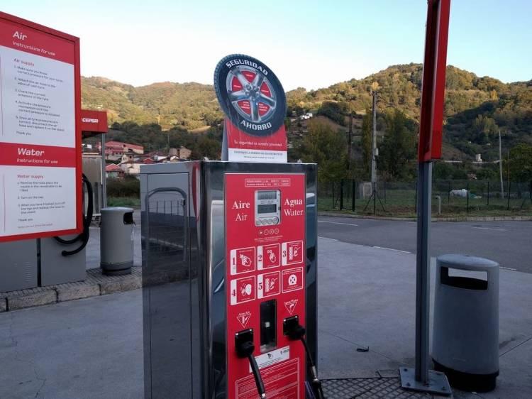 Pagar por inflar los neumáticos: la última y deleznable moda de las estaciones de servicio Inflar-neumaticos-pagando_750x