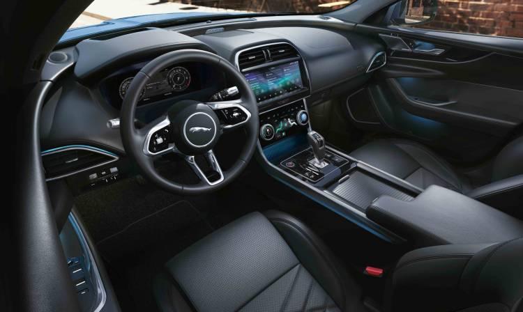 Jaguar Xe 2019 10 Interior