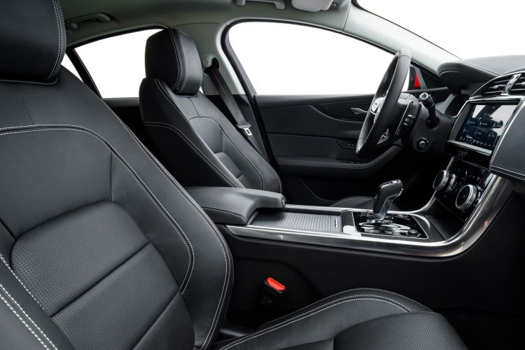 Jaguar Xe 2020 0419 029