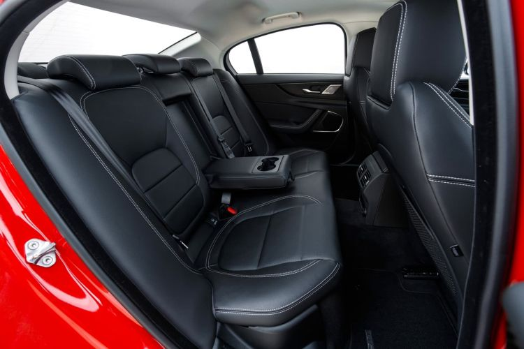 Jaguar Xe 2020 0419 040
