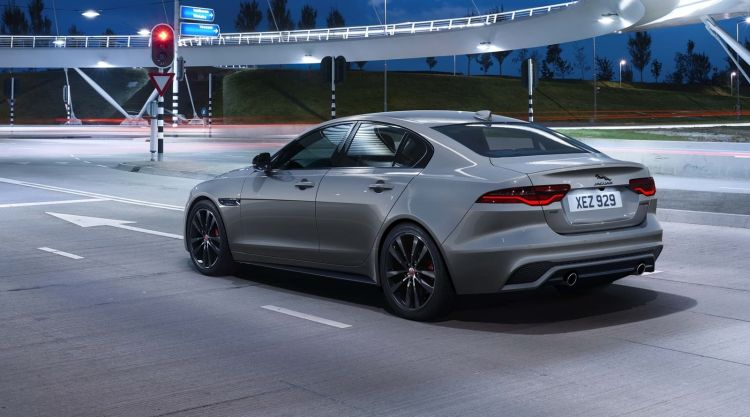 Jaguar Xe 2021 1020 005