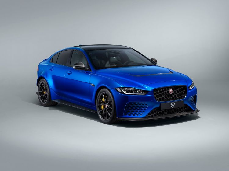 Jaguar Xe Project 8 Touring 1