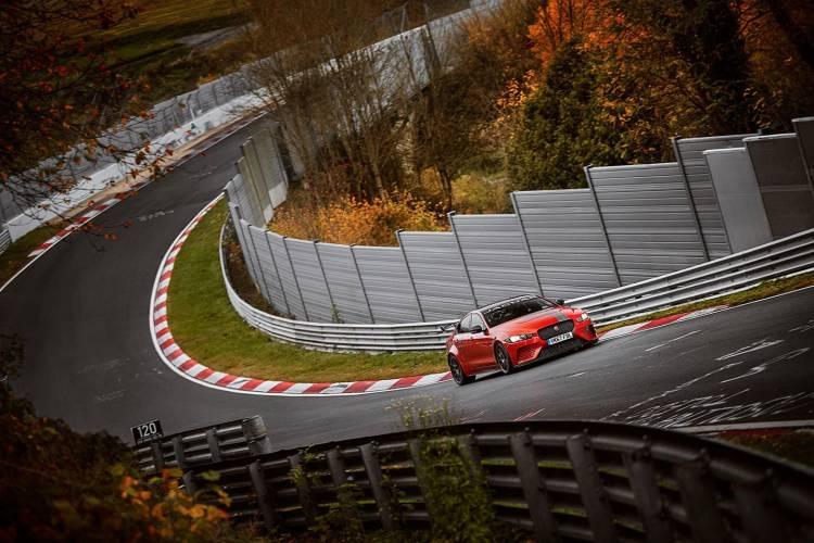 jaguar-xe-sv-project-8-record-nurburgring-02