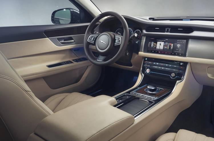 jaguar-xf-sportbreak-0517-040
