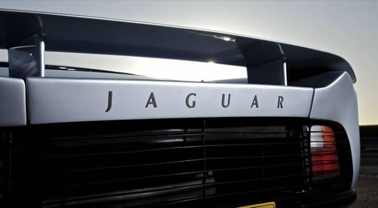 jaguar-xj220-20-03-700px