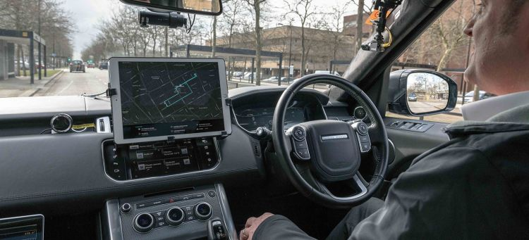 jaguar_land_rover_coches_aparcamiento_autonomo_02
