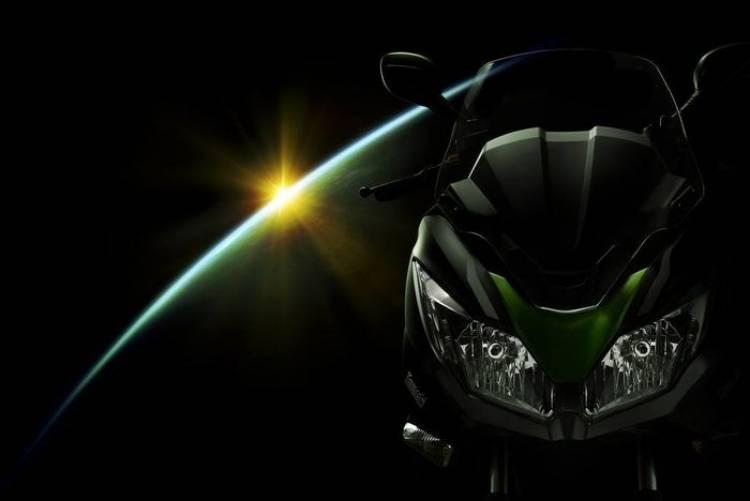 Kawasaki entra en el mercado de las maxi-scooters con la nueva J300