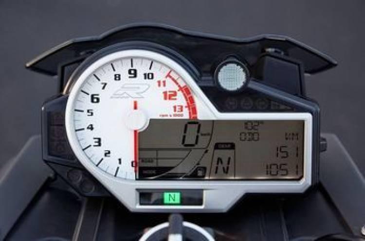 BMW S1000R y Kawasaki Z1000: dos naked de alto calibre e intenciones malévolas