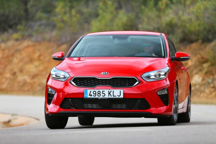 Kia Ceed 1 4 T Gdi 7 Dct Transmission 140hp Track Red 13