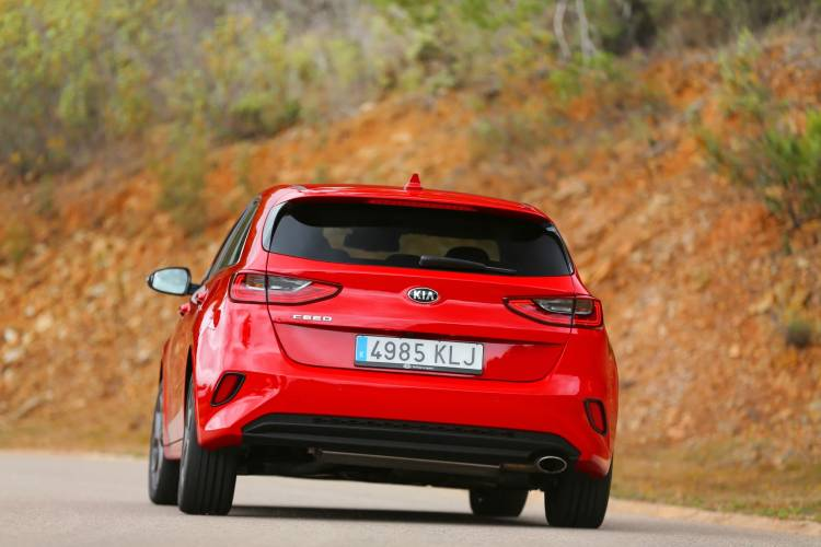 Kia Ceed 1 4 T Gdi 7 Dct Transmission 140hp Track Red 14
