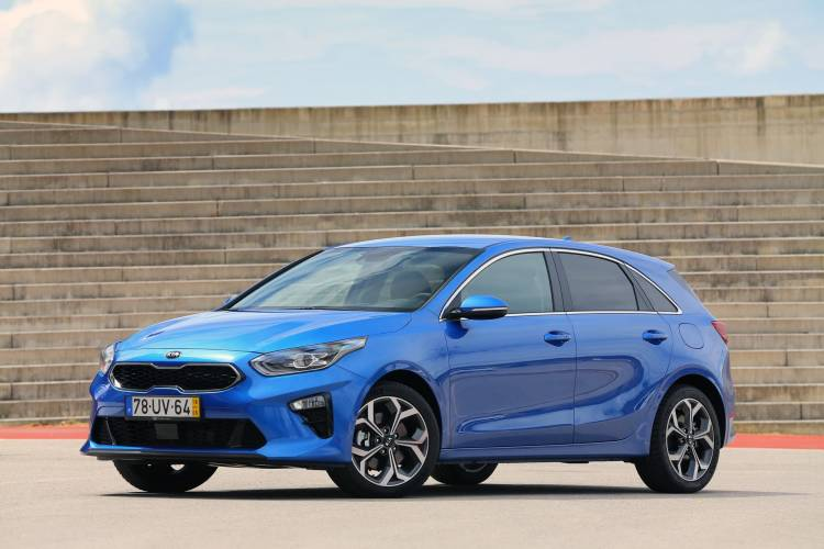 Kia Ceed 1 6 Crdi 6mt Transmission 136hp Blue Flame 22
